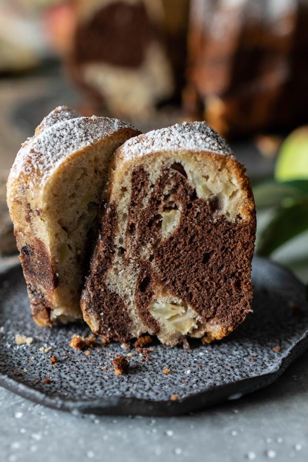 Rezept für Marmorkuchen mit Apfel - lecker, schnell gemacht, saftig und gut!
